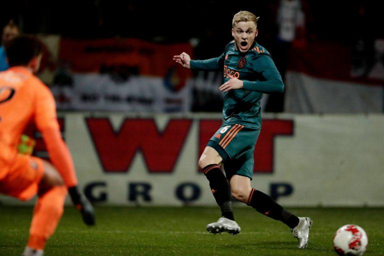 'Manchester United consider moving for Donny van de Beek'