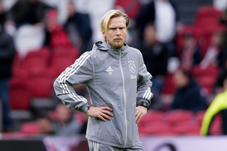 Ajax sends assistant Poulsen home preventively because of Corona-virus